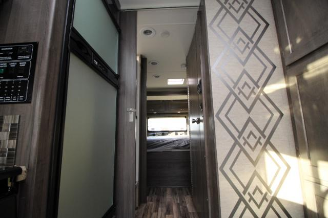 2017-Winnebago-Spirit-26A-R24173-7205.jpg