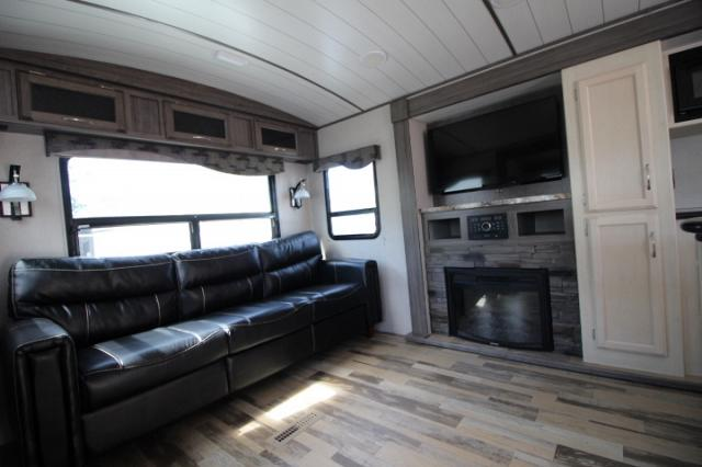 2018 WINNEBAGO MINNIE PLUS 30RLS #C24458