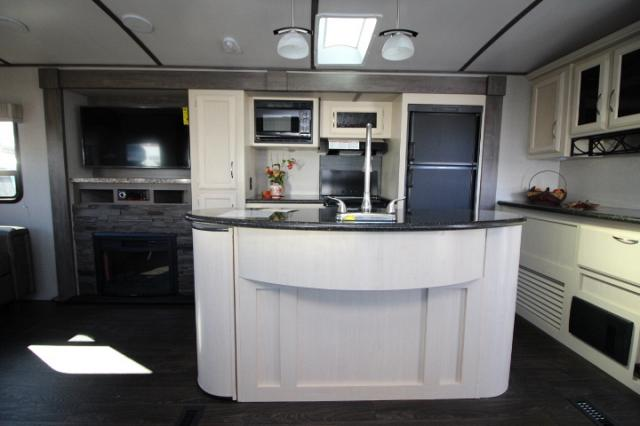 2018 WINNEBAGO MINNIE PLUS 30RLSS #24371
