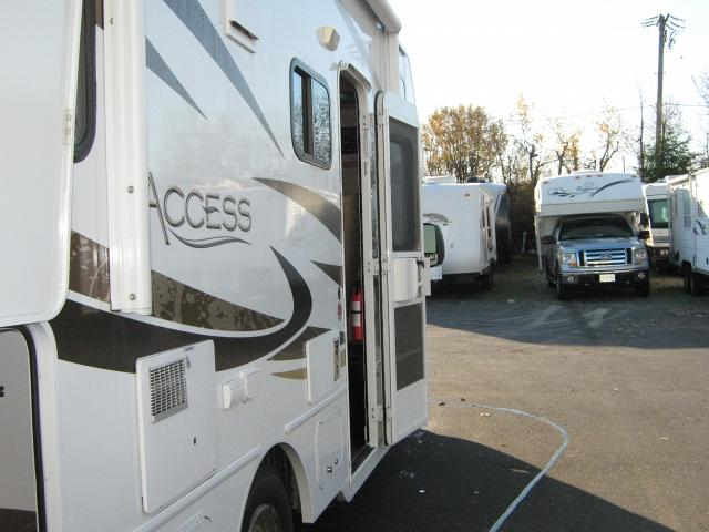 R23999 2013 WINNEBAGO ACCESS 24V